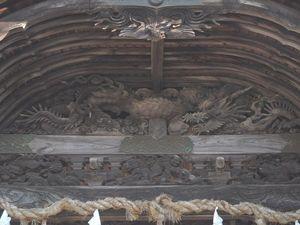 本殿龍彫刻